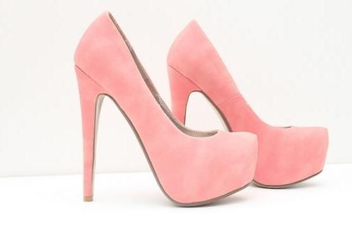 Нежно розовые туфли на высоком каблуке и платформе