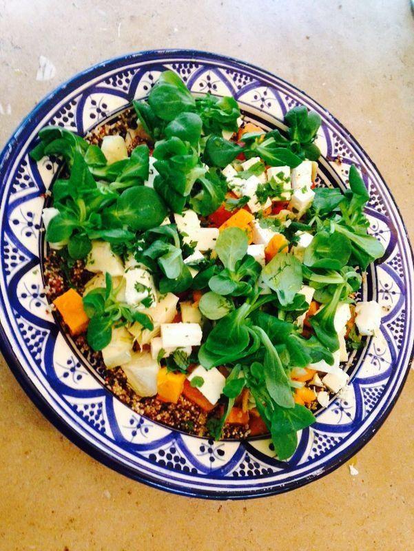 Q U I N O A -feta-cherrytomatoes-artichokeharts-sweetpotato-walnuts salad (Nice with grills chicken)