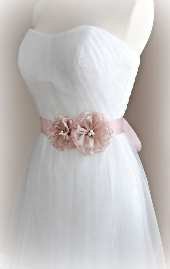 Marco nupcial con perlas de rubor, pálido rosa del Grosgrain boda cinturón con flores de Organza - STELLA ROSA