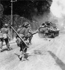 Soldiers of the 5th Infantry Division advance toward Fontainebleau enroute to Paris, supported by M10 tank destroyer of the 818th TD Battalion 1944