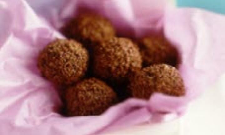 These little chocolatey balls are jam-packed with a combination of Weet-Bix, coconut and sultanas... delicious!