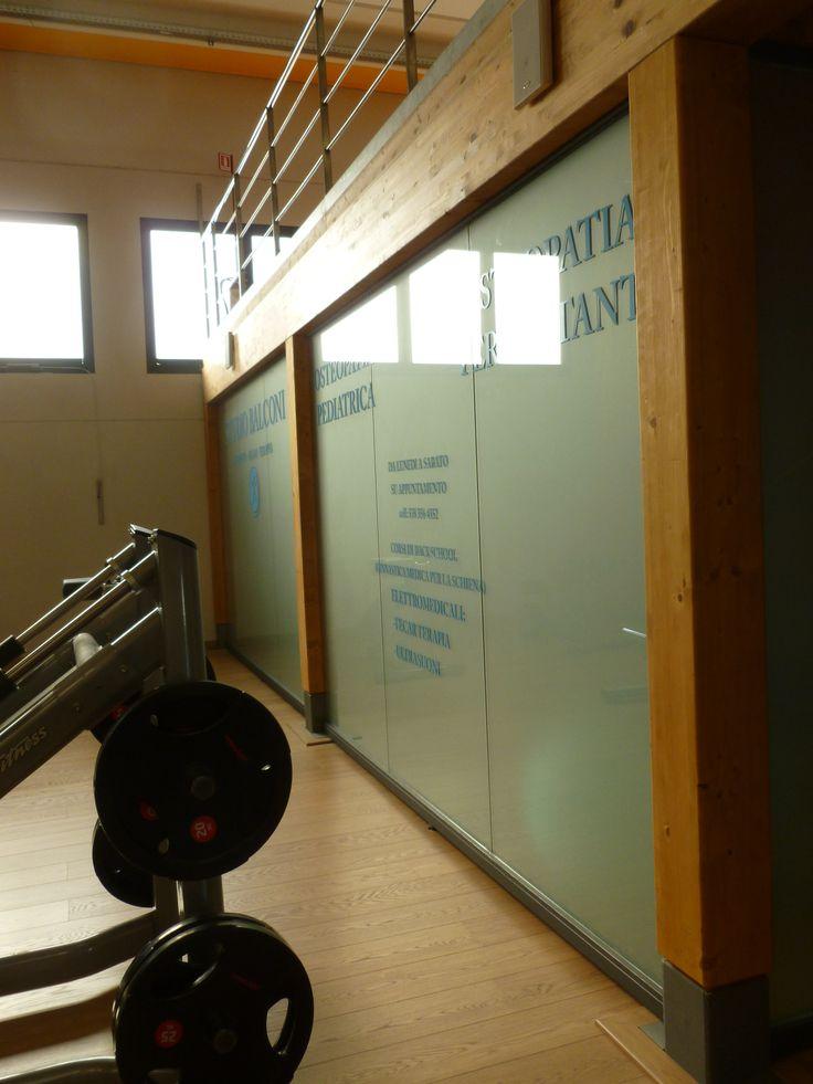 Chiusura soppalco con pareti vetrate