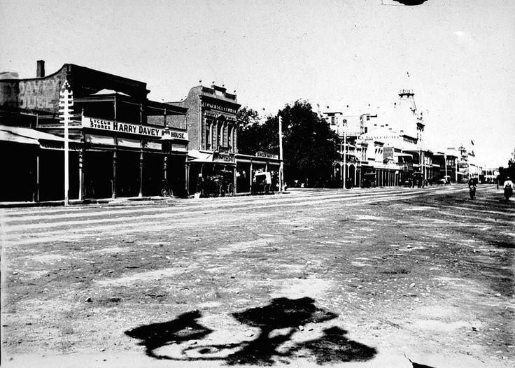 View of Pall Mall, Bedigo, 12 April, 1898