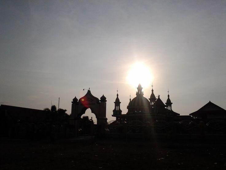 Matahari di atas langit Desa Pancasila