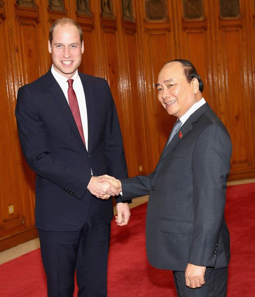 Prince William Photos Photos - Prince William, Duke of Cambridge shakes hands with Vietnamese Prime Minister Nguyen Xuan Phuc at the Prime Minister's Residence during a two day visit to Vietnam on November 16, 2016 in Hanoi, Vietnam. The Duke is in Vietnam primarily to attend the third International Conference on the Illeegal Wildlife Trade. - The Duke of Cambridge Visits Vietnam - Day 1