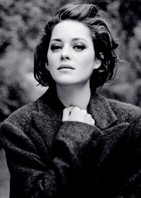 Marion Cotillard - She first amazed me as Edith Piaf and after that I have always enjoyed seeing her in movies. And she is also very beautiful.