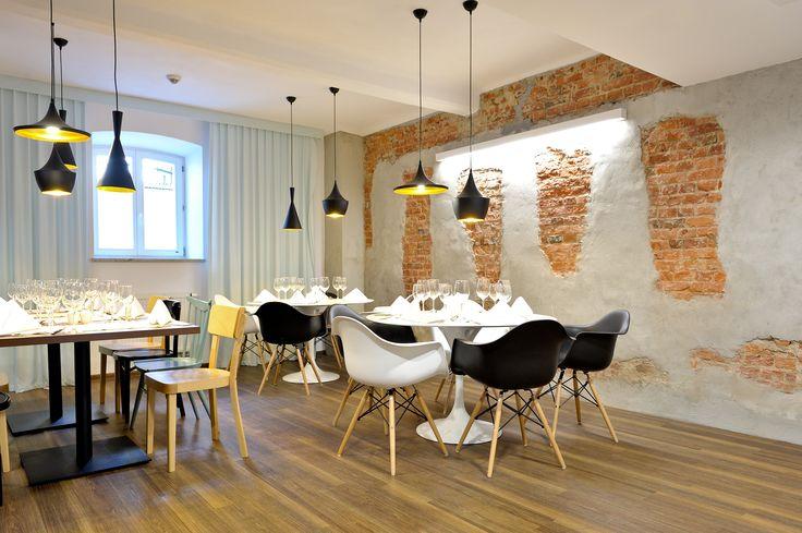 Restaurant in Hotel Tobaco - Expona Wood vinyl panels