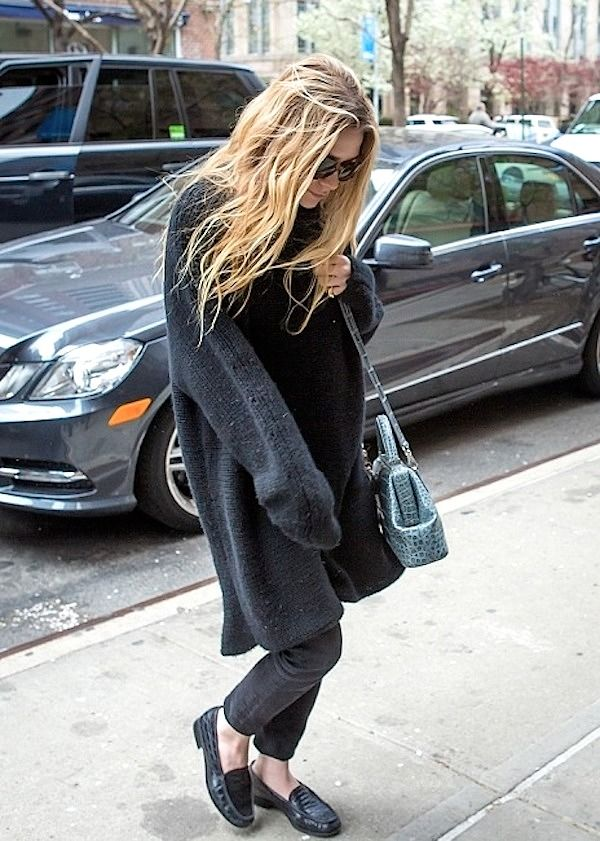 Ashley Olsen // long wavy hair, oversized sweater, light blue croc bag, cropped jeans & loafers #style #fashion #olsentwins: