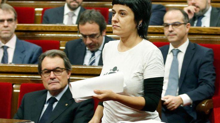 La CUP acusa a Felipe VI de financiar el terrorismo islamista  http://www.eldiariohoy.es/2017/08/la-cup-acusa-a-felipe-vi-de-financiar-el-terrorismo-islamista.html?utm_source=_ob_share&utm_medium=_ob_twitter&utm_campaign=_ob_sharebar #cup #cataluña #barcelona #rey #reyes #politica #españa #denuncia #gente #corrupcion #pp #Spain #protesta #terrorismo #guerras