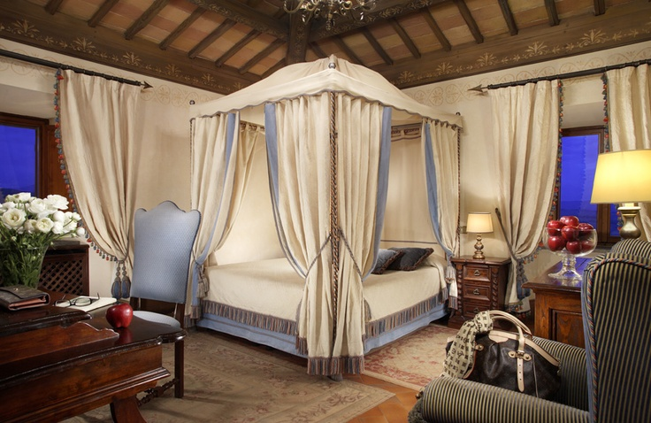One of the 12 bedrooms of Relais Todini