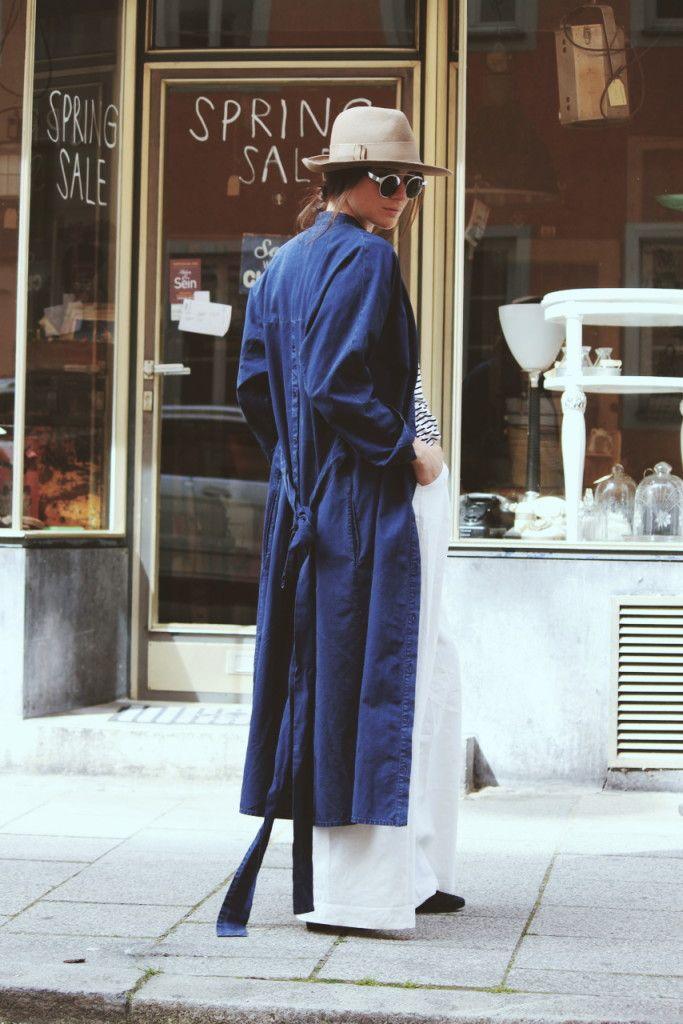 Spring Sale, Streetstyle, Munich, Vintage, Lena Lademann, Blogger Bazaar, German Style, German Blogger, München, Runde Sonnenbrille, Sunglasses Retro, Hat, Flat,  Tibi Coat, Jeans Coat, Denom Coat, Mantel Jeans, Oversize, Layering, White Pants, White Marlene Pants