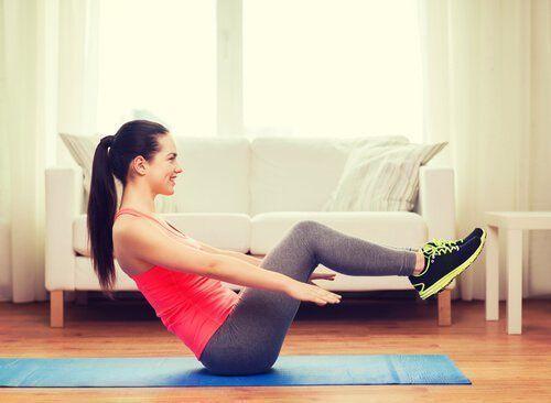 Ejercicios para Adelgazar Barriga Rápido en Casa. Una buena rutina de ejercicios para adelgazar nos proporciona muchos beneficios para la salud, aumento de la fuerza, una mejor composición corporal, una me #pilatesparaadelgazar