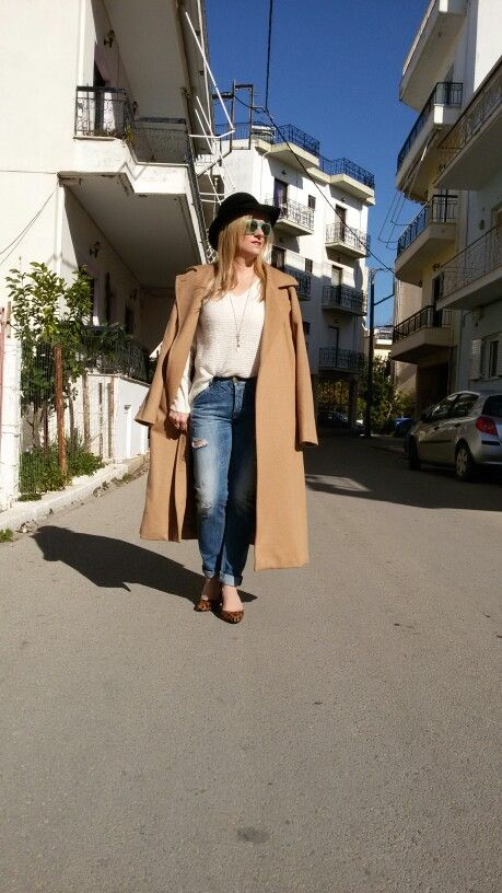 Camel coat, boyfriend jeans and pumps!!Street style!
