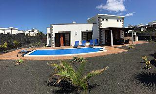 VILLA IN WIT strand, verwarmd zwembad vlakbij het strand FLAMINGO