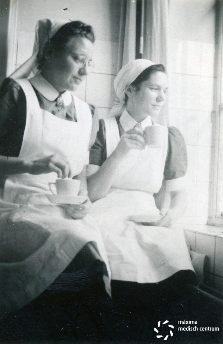 White pinafore apron nurse - Koffie Met Koek In De Verbandkamer Van Het Diaconessenhuis Aan De Parklaan 97 In Eindhoven November