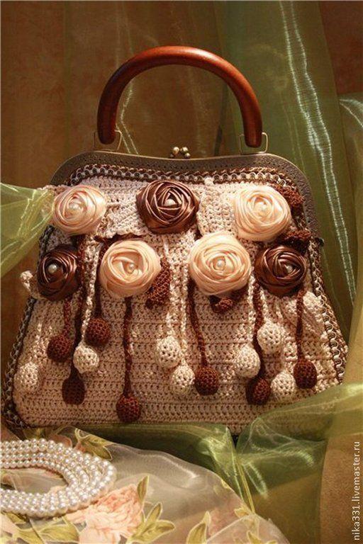 Купить или заказать Сумка 'Шоколадные розы' в интернет-магазине на Ярмарке Мастеров. Сумка связана крючком из ленточки. Розы сделаны из атласной ленты. Дно и стенки сумки укреплены толстым фетром. Подклад -шелковый отделан красивым кружевом. Возможны варианты в другом цвете.