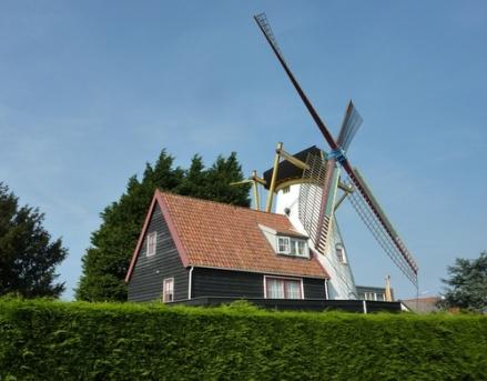 Zeeland is de perfecte provincie voor een leuke vakantie.   Kijn nu eens op Recreatiewoning.nl voor het aanbod van vakantiehuizen die online te huur worden aangeboden:  http://www.recreatiewoning.nl/woning-zoeken/huur/nederland/zeeland/-/-/-/1