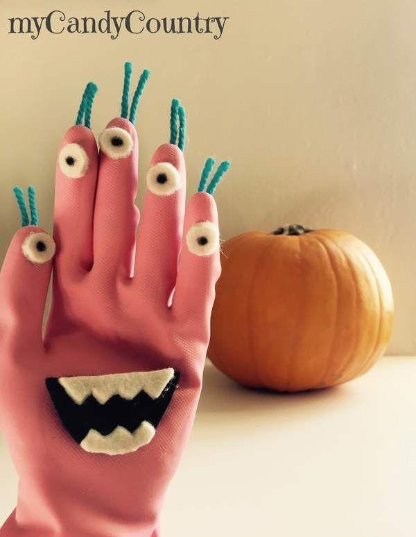 Mostri fai da te per Halloween riciclando dei guanti in gomma | | myCandyCountry un blog di creatività, idee creative fai da te e riciclo creativo. Tanti tutorial creativi su lavoretti creativi fai da te e hobby femminili creativi. Idee fai da te Natale, Idee fai da te Pasqua, Idee fai da te Halloween, | Halloween si avvicina! Ed i più piccoli hanno già scelto la zucca da intagliare. Sarà una festa semplice giusto per accontentare i bambini, cappelli da str
