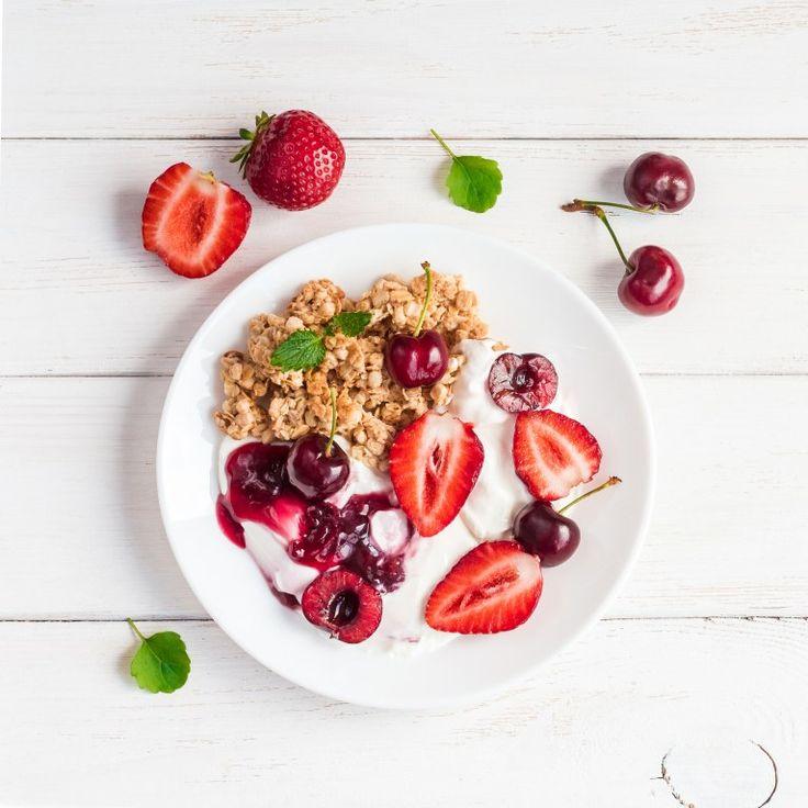 Un buen desayuno es fundamental para conseguir bajar esos kilitos de más. Si eres de las que aún se conforman con un vaso de leche con galletas...