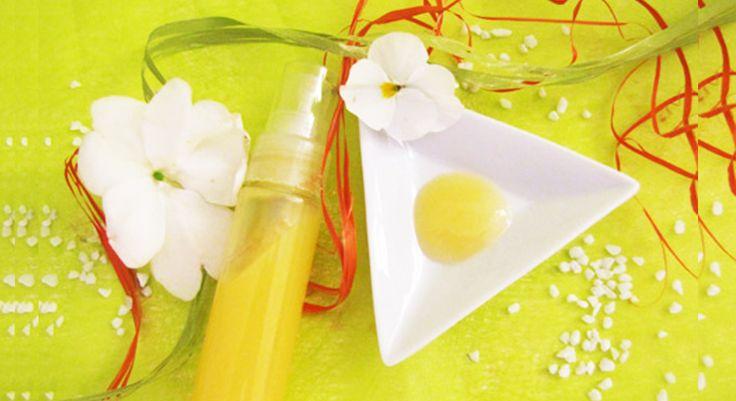 """Découvrez la recette de ce monoï macéré à la fleur de Tiaré (""""fleur de Tahiti"""") riche et parfumé, parfait pour nourrir et hydrater cheveux et corps en période estivale.Appliqué ..."""