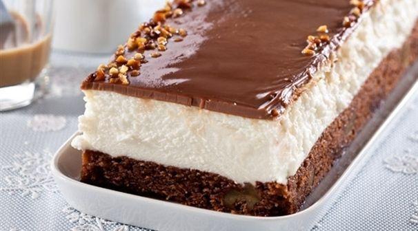 אחרי שביקשתם כל כך יפה - מיקי שמו שמח לתת לכם מתכון לעוגת גבינה עשירה על בסיס בראוני שוקולדי בקישוט פצפוצי שוקולד