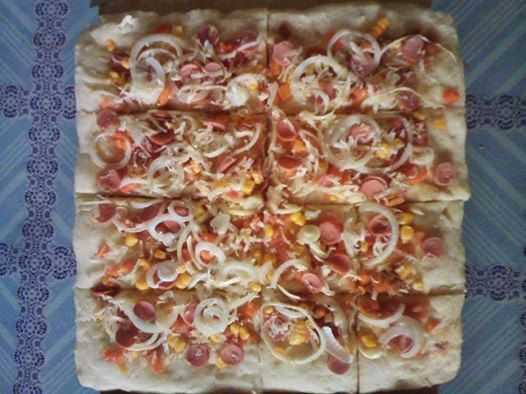 Resep Pizza Rumahan ( Simple Homemade Pizza Recipe ) - you can find this recipe in english translation at the article with the same title in my blog ~ RESEP MASAKAN KUSNETI