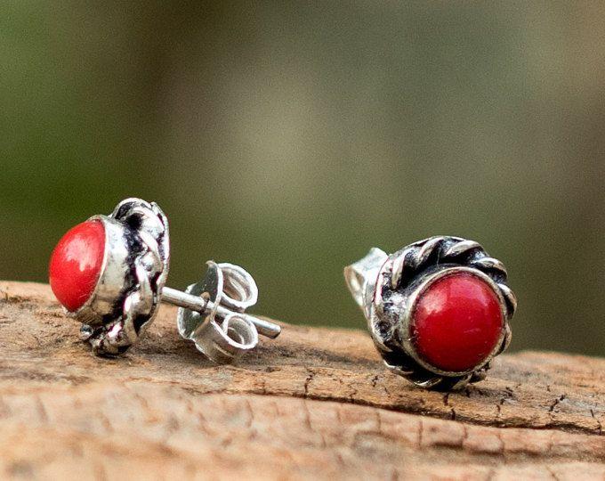 Coral rojo pendientes del perno prisionero / / postes rojo oído Coral / rojo montantes pendientes / / Coral rojo pendientes de Post / / mensajes de oreja roja / / Red mensajes