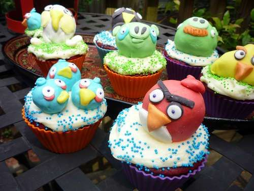 Avian Gamer Goodies -  Angry Birds Cupcakes by Dotatdabbled are an Ode to the Addicting Game #angrybirds #cupcakes #food #desert #dotatdabbled #games #treats #cakes #icing #sprinkles