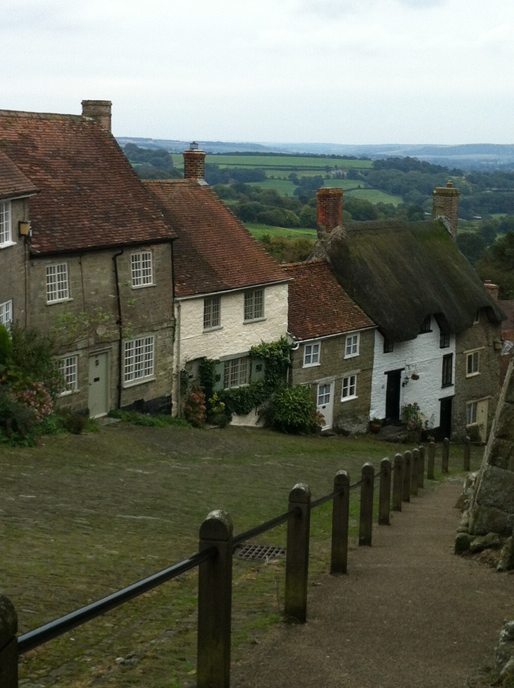DORSET - Shaftesbury, Golden Hill. 2012