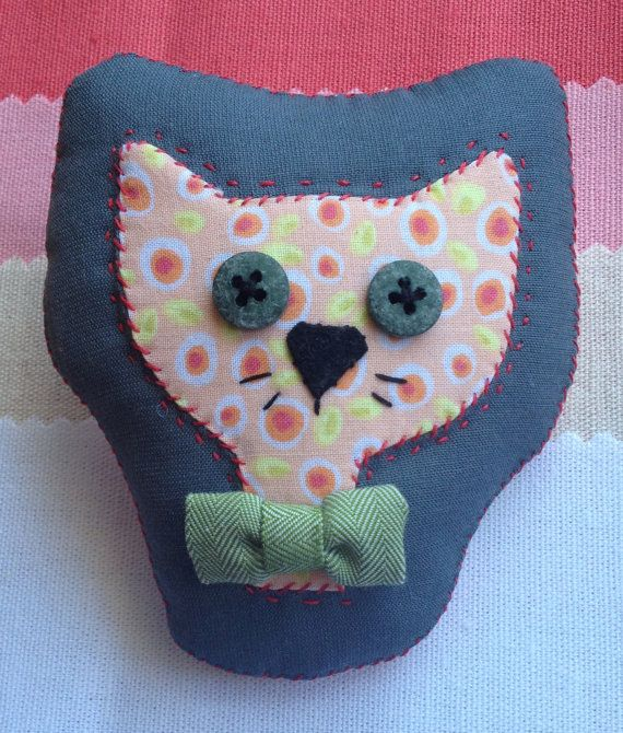 Really awesome Etsy listing at https://www.etsy.com/pt/listing/239423833/cat-with-bow1-handmade-fabric-brooch