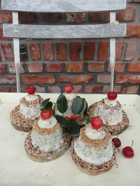 Cute little bird cakes.....