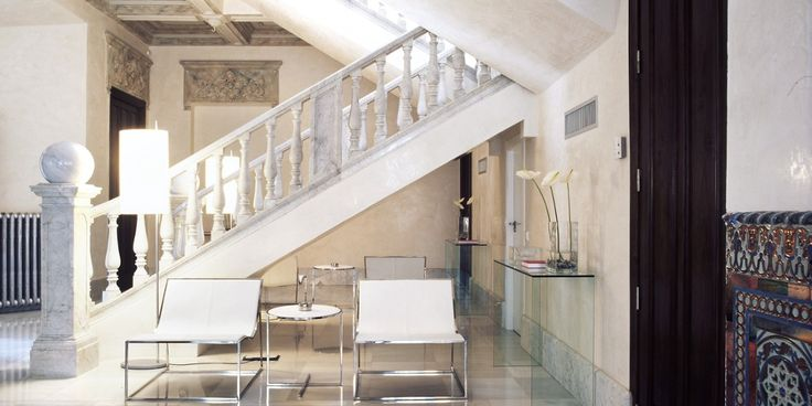 Hospes Palacio de los Patos: Almost everything in the hotel is in subtle shades of white, alabaster and gray.