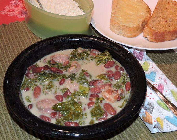Zuppa Toscana. En italiensk soppa med salsiccia, grönkål och bönor. Underbart god!