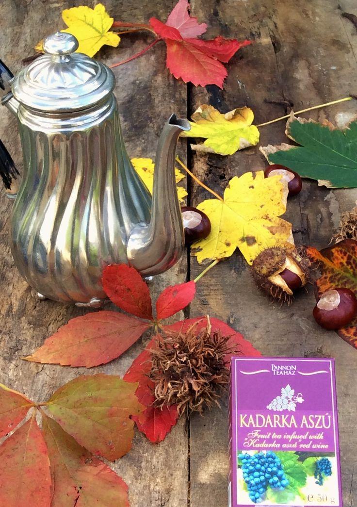 """Fruit tea infused with """"Kadarka aszú"""" red wine. Früchtetee mit """"Kadarka aszú"""" Rotwein Aroma. Owocowa herbata o smaku wina """"Kadarka aszú""""."""