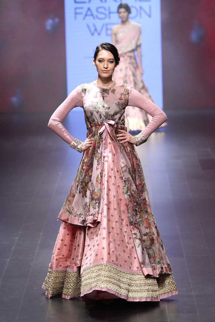 By designer Anushree Reddy. Bridelan - Personal shopper & style consultants for Indian/NRI weddings, website www.bridelan.com #ANUSHREEREDDY #LakmeFashionWeek2016 #weddinglehenga #Bridelan #BridelanIndia http://www.bridelan.com/
