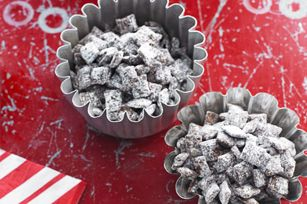 Reindeer Munch recipe - Give the gift of YUMMY!   For more sweet holiday ideas, check out www.dessertcentre.ca/festive !