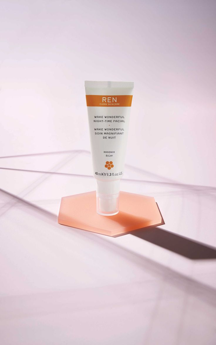 A transforming treatment that works overnight to leave skin visibly brighter, more luminous, refined and even-toned by morning.