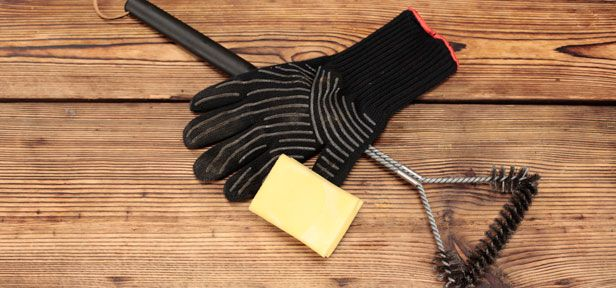 Euren Grill könnt ihr mit ein paar Tricks schnell und einfach reinigen. Wie Rost und Co. im Handumdrehen sauber werden, erklärt unser Grillpofi im Video.