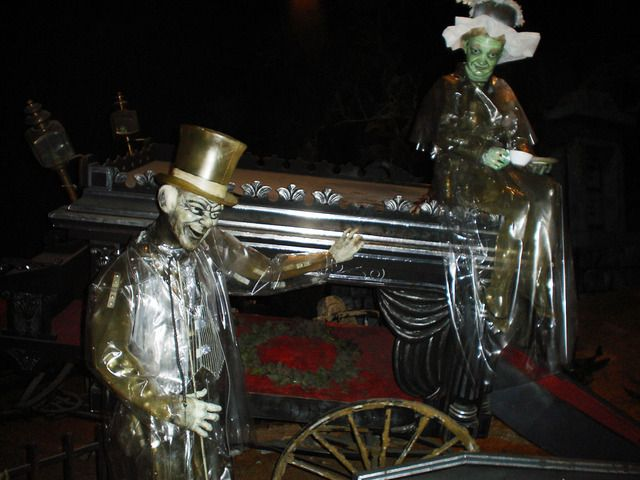 The Haunted Mansion Like You've Never SeenIt - Imagineering Disney -