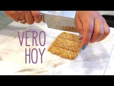 """Con solo cuatro ingredientes tú puedes hacer tus propias """"Barras de Ajonjolí"""" (Sesame Seeds); un tentempie (snack) rápido de hacer y muy saludable que te dar..."""