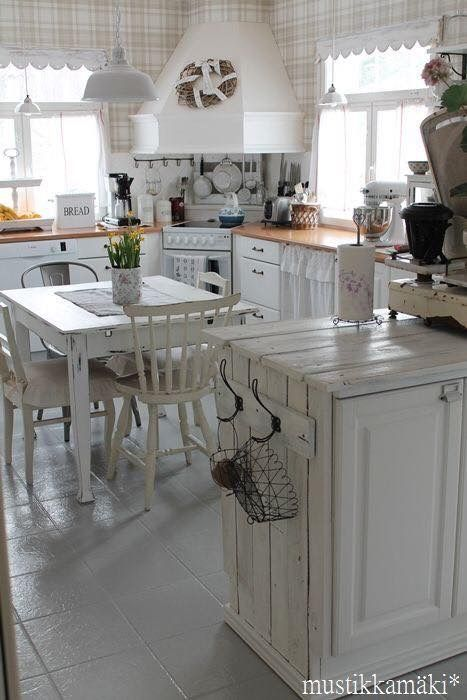 White shabby vintage kitchen perfection