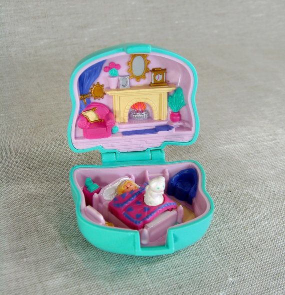 Vintage 1993 - Polly Pocket Cuddly Kitty - Pet Parade Collection. The way polly pocket SHOULD be!!