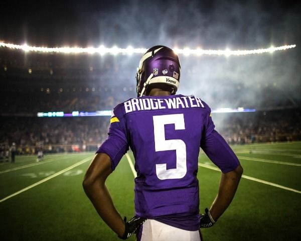 Minnesota Vikings News: Teddy Bridgewater Suffers From Dislocated Knee, Torn ACL During Practice - http://www.morningledger.com/minnesota-vikings-news-bridgewater-acl/1397906/