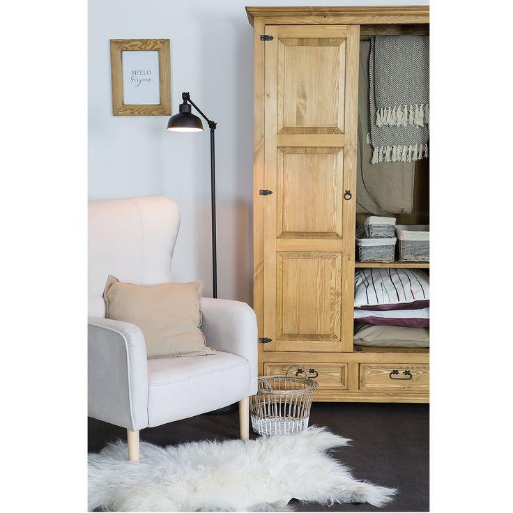 Szafa drewniana, wykończona naturalnym woskiem pszczelim.  #biurko #szafawoskowana #szafadrewniana