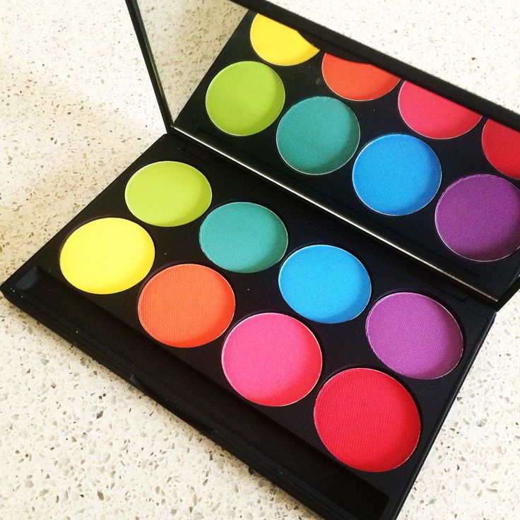 #malu_wilz's eyeshadow palette in intense colors for happy #purim #beautynews #beautyblog #makeup #cosmetics #beauty #skincare #hair #fragrance #perfume #fashion #blogger #lifestyle #pretty_things #launch_event #woman #man #gift #TagsForLikes #makeupartist #makeupwork #love #fun #happiness #fotd #style #instabeauty #instalike #new #blogsessed