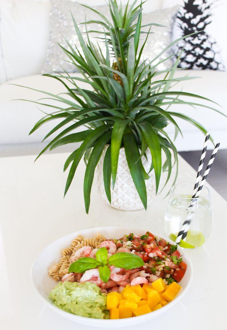 I dag lagde jeg meg en salat som ble så god at jeg bare må dele den med dere! Den passer like bra...