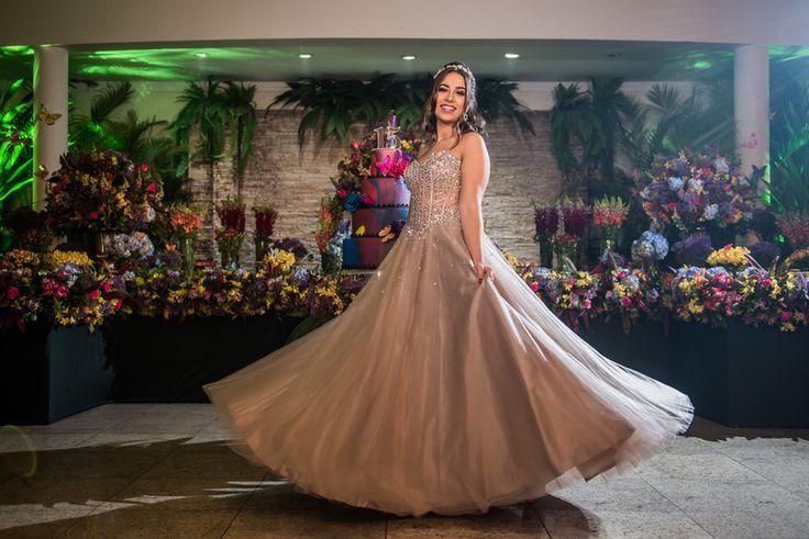 Festa tema Tomorrowland ♥ Júlia Farah – Inesquecível Festa 15 Anos
