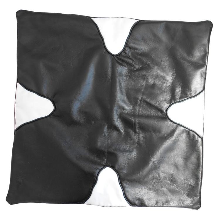 Coussin de sol 60x60 en cuir noir et blanc