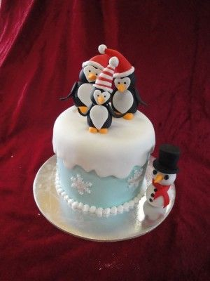 Mini Xmas Cake with Penguin Family