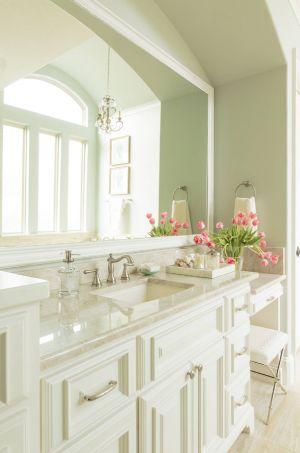 Klasik Huzur dolu bir banyo